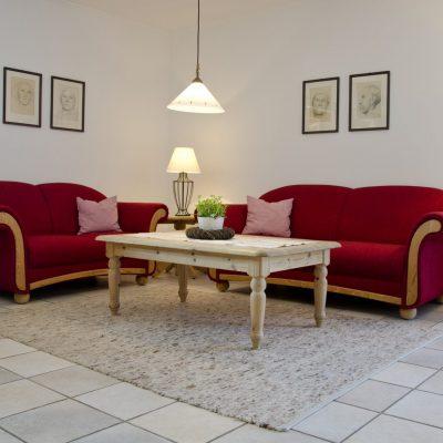 Rote Wohnung Sitzecke